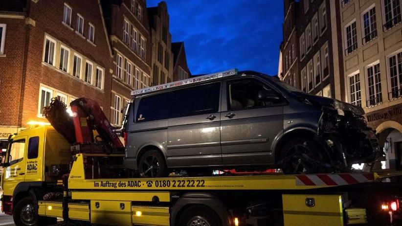 Fahrzeug rast in Menschenmenge: Motiv des Amokfahrers von Münster weiter unklar