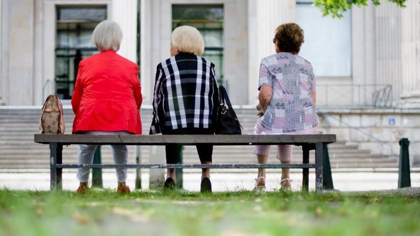Medienbericht: Rentner müssen weniger für Krankenversicherung zahlen