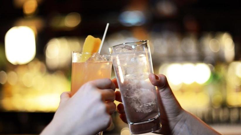 Große Übersichtsstudie zeigt: Schon mäßiger Alkoholkonsum verkürzt die Lebenserwartung