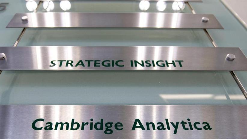 Anhörung inLondon: Ex-Managerin von Cambridge Analytica: Mehr Nutzer betroffen