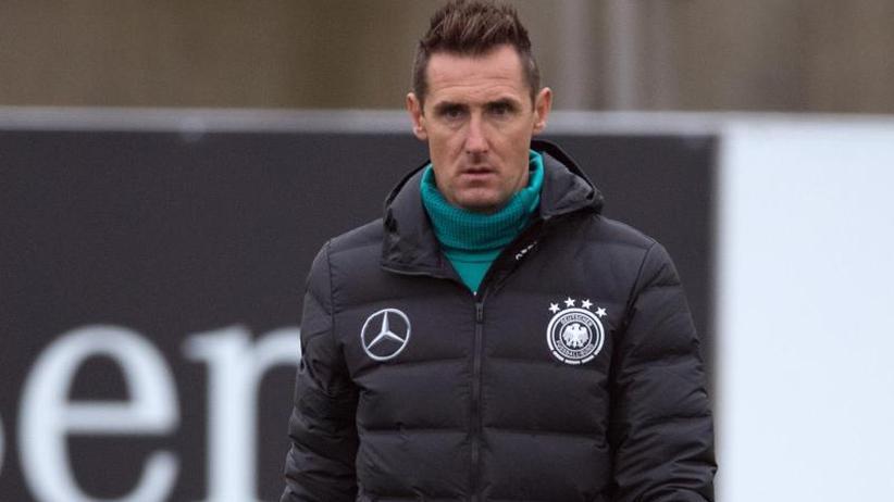 Als Bayern-Jugendcoach: FCB-Chef Rummenigge würde Klose-Rückkehr begrüßen