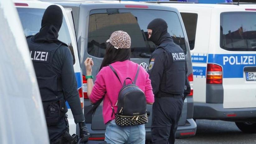 Rotlichtmilieu im Fokus: Polizei geht bundesweit gegen Organisierte Kriminalität vor