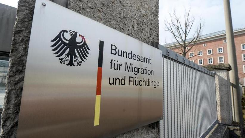Verdacht der Bestechlichkeit: BAMF soll hunderte Asylanträge zu Unrecht bewilligt haben