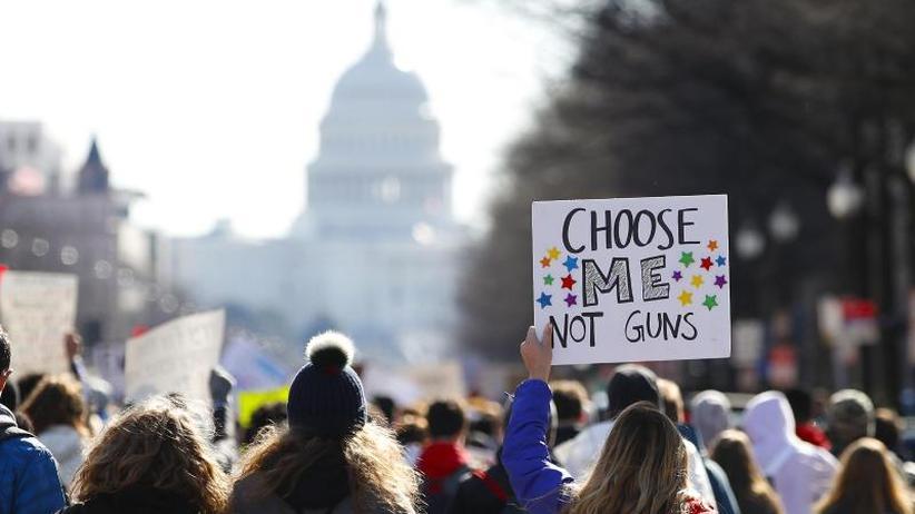 Protest in Orange: Streiks an US-High-Schools wegen Waffengewalt