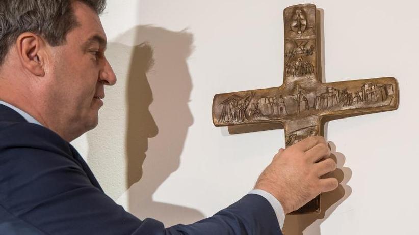 """""""Bekenntnis zur Identität"""": In Bayerns Landesbehörden hängen künftig Kreuze"""