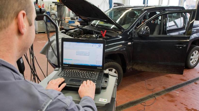 Umrüsten von Diesel-Fahrzeugen: Scheuer setzt Frist für Entwicklung neuer Abgas-Software