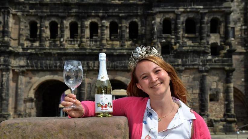 Edelsüß als Favorit: Trierer Weinkönigin spricht Chinesisch