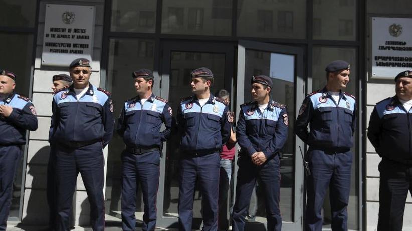 Nächster Wahltermin am 8.Mai: Neue Massenproteste legen armenische Hauptstadt Eriwan lahm