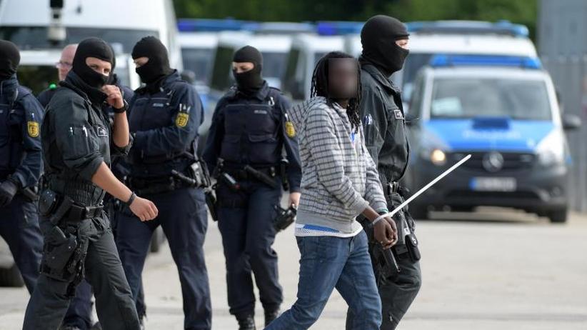 Nach Großrazzia in Ellwangen: Asylsuchender aus Togo steht vor Abschiebung nach Italien