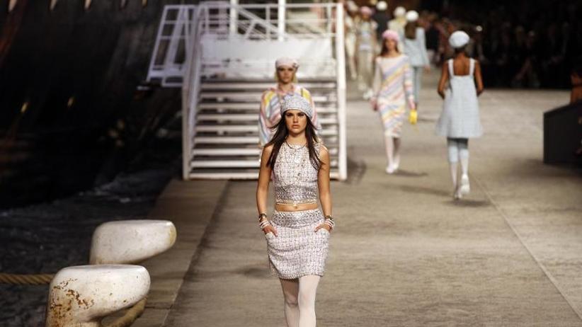 Maritimer Esprit: Chanel zeigt in Paris seine Kreuzfahrt-Kollektion