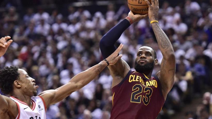Basketball-Profiliga: NBA: Superstar James führt Cleveland mit Rekord zum Sieg