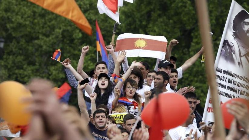 Machtwechsel in Eriwan: Armenischer Protestführer zum neuen Regierungschef gewählt
