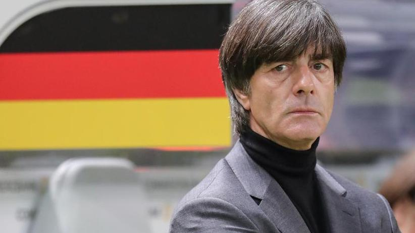 Fußballmuseum: 26 Schattenbilder: Hinweis auf Löws WM-Auswahl?