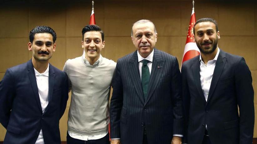 Besuch in London: Foto mit Erdogan: Özil und Gündogan sorgen für Wirbel
