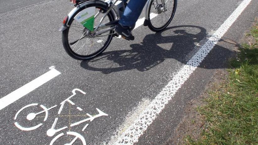 Auto rast in Radgruppe: Lebensgefährlich verletzte Radfahrer kommen aus Berlin