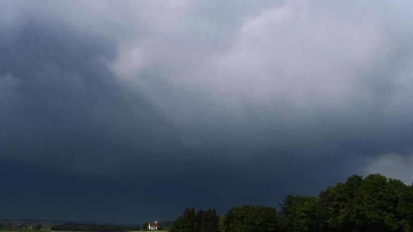 Dem Süden drohen Gewitter: Sommer macht Pause - Wechselhaftes Wetter vor Pfingsten