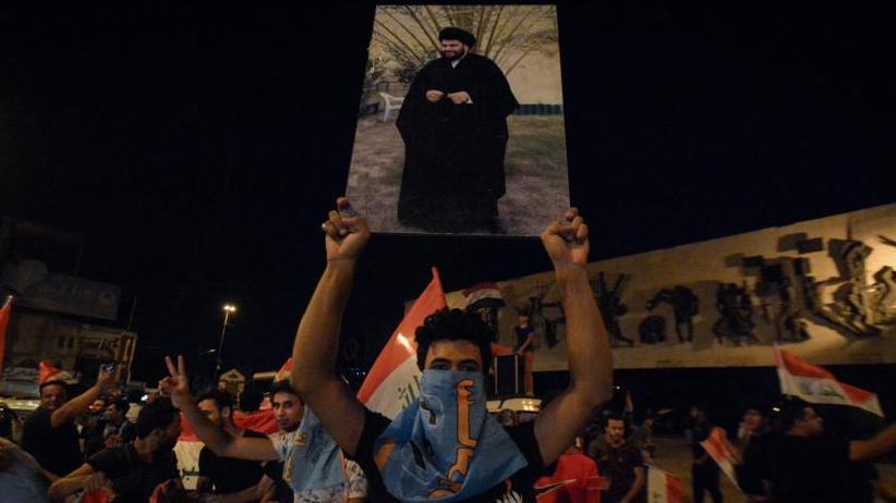 Parlamentswahl im Irak: Iraks Regierungschef gratuliert Kleriker Al-Sadr zu Wahlsieg