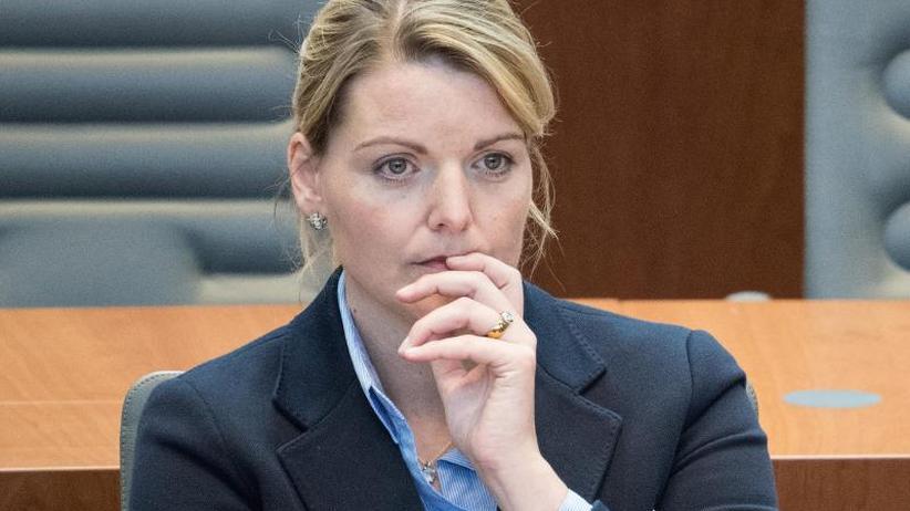 """Christina Schulze Föcking: NRW-Agrarministerin gibt auf: """"Preis des Amtes zu hoch"""""""