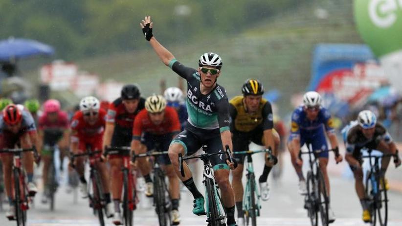 Giro d'Italia: Ire Bennett gewinnt Regenetappe in Imola