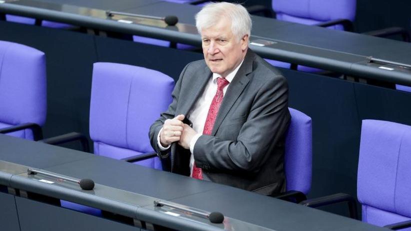 FDP will U-Ausschuss: Seehofer verteidigt Flüchtlingsbehörde und sich selbst