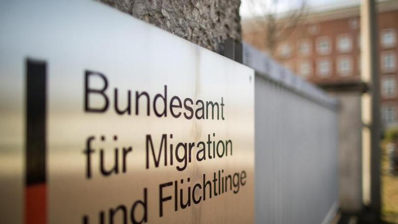 Behörde unter wachsendem Druck: Bundesamt überprüft 18.000 Asyl-Entscheidungen in Bremen
