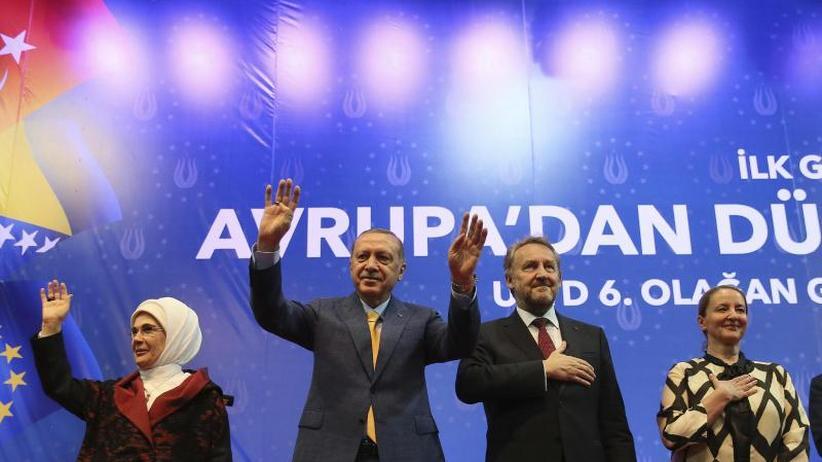 """Wahlkampf in Sarajevo: Erdogan bittet Türken in Europa um """"Rekordzahl an Stimmen"""""""