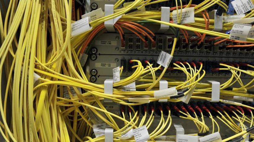 Zweifel an Rechtmäßigkeit: Internet-Knoten klagt gegen Fernmeldeüberwachung des BND