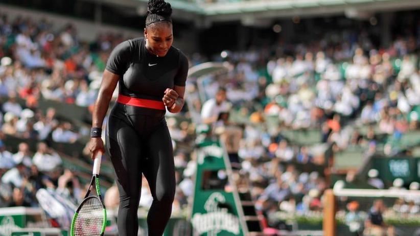 Hingucker Catwoman-Look: Superheldin Williams sieht French-Open-Chancen skeptisch