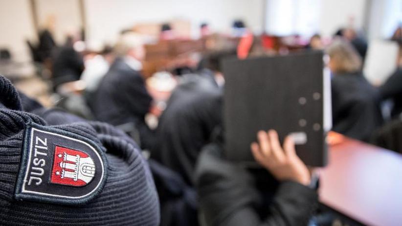 Neubewertung der Tat: Haftstrafen für Gruppenvergewaltigung einer 14-Jährigen