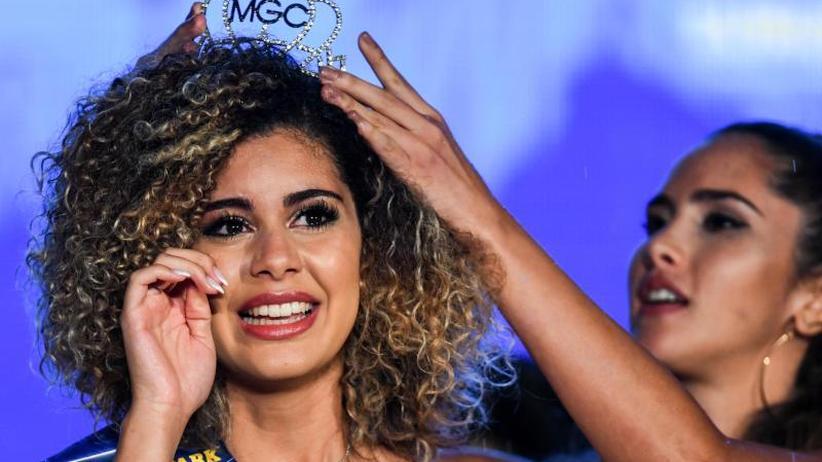 """Schönheitswettbewerb: Belgische Studentin Zoé Brunet zur """"Miss WM"""" gekürt"""