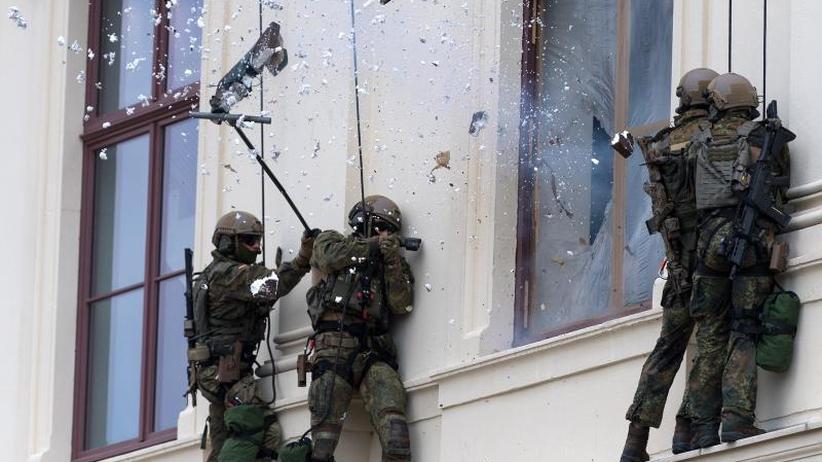 Tag der Bundeswehr: Von der Leyen räumt Mängel bei der Truppe ein