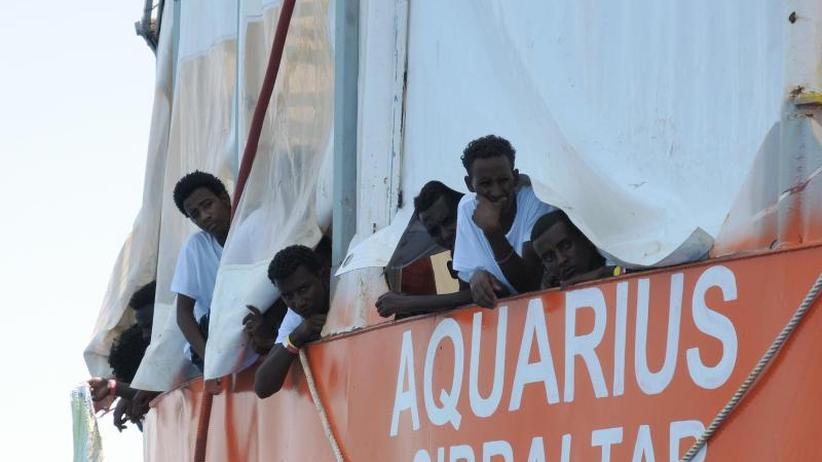 Flüchtlinge abgewiesen: Häfen dicht - Italiens neue harte Hand