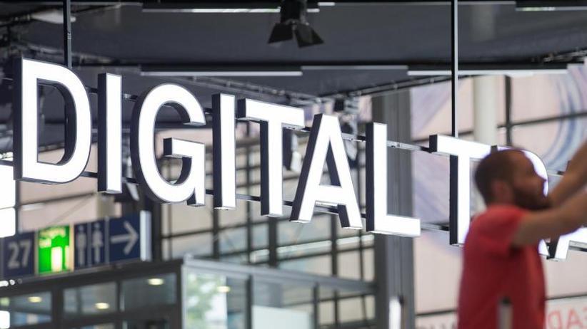 Privatbesucher wieder umworben: Radikal umgebaute Cebit wird eröffnet