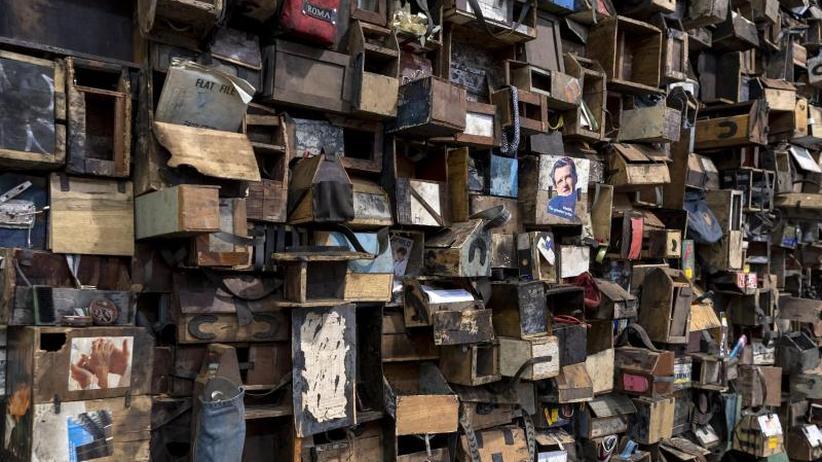 Kunstmesse: Art Basel: Schillernde Künstlerkritik für Millionen
