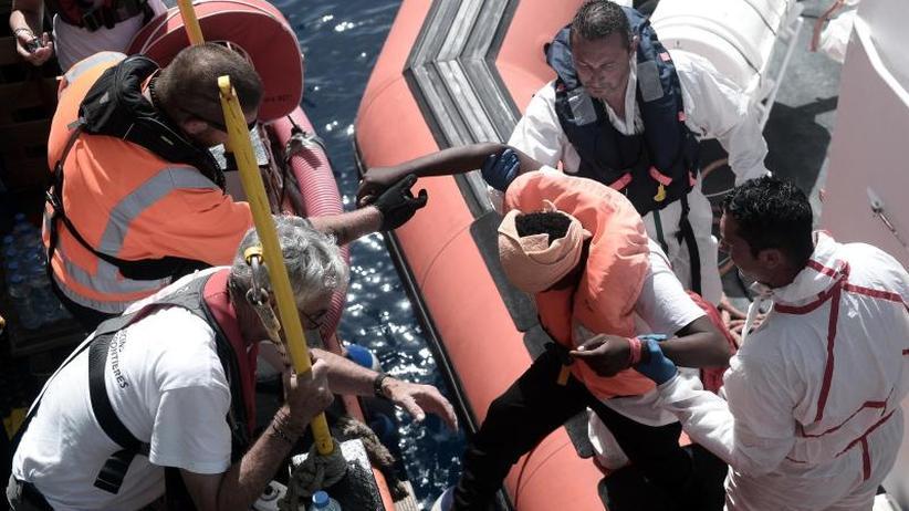Flüchtlinge sitzen fest: Erneut Unklarheit über Schiff mit Flüchtlingen im Mittelmeer