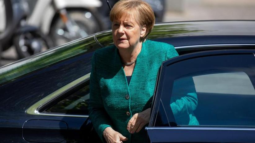 Zoff um Flüchtlingspolitik: Seehofer droht Merkel im Asylstreit mit Alleingang