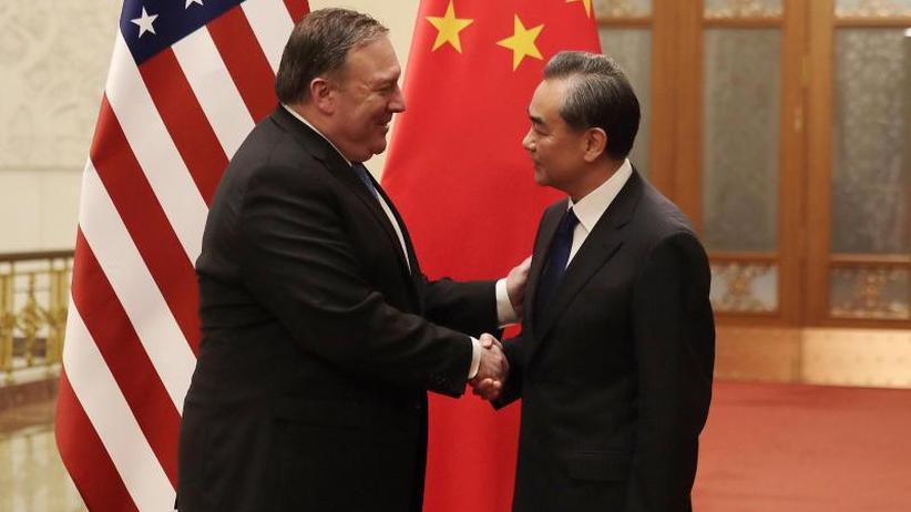 Bald Treffen von Abe und Kim?: USA halten nach Singapur-Gipfel an Sanktionen fest