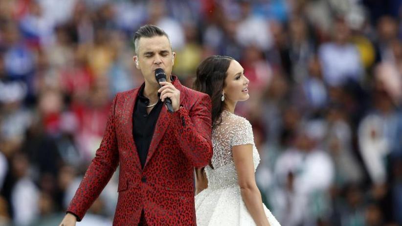 Eklat um Popstar: Wirbel bei WM-Eröffnung: Robbie Williams zeigt Mittelfinger
