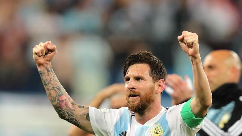 2:1 gegen Nigeria: Argentinien und Messi wendenWM-Debakel ab