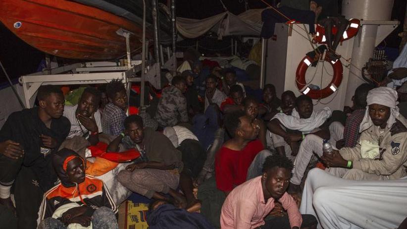 """Kritik an Bundesregierung: Rettungsschiff """"Lifeline"""" wartet weiter"""