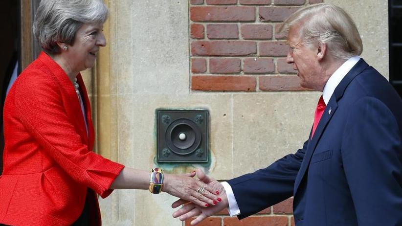 Diplomatischer Eklat: Trump düpiert May: Kritik an Brexit-Kurs, Lob für Johnson