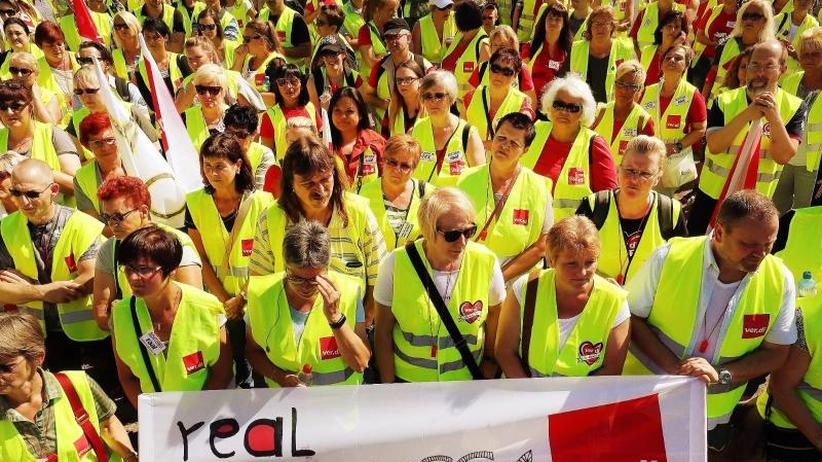 Protest gegen Lohnkürzungen: Verdi: Tausende Real-Mitarbeiter legen die Arbeit nieder
