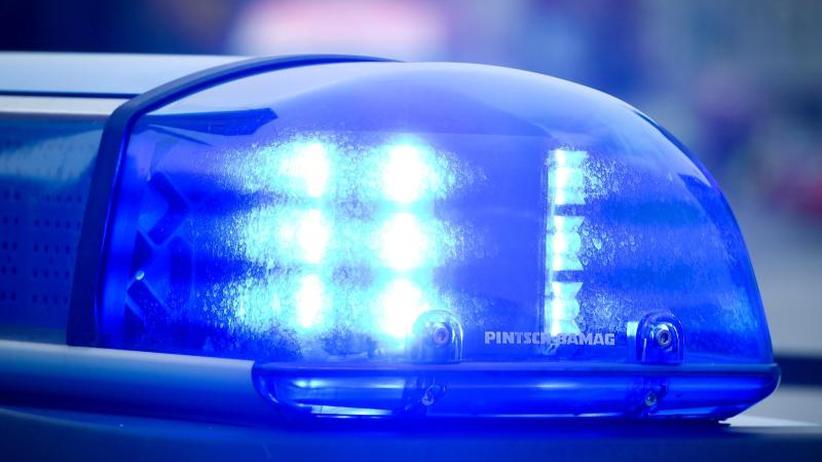 Fahrer streitet Vorwürfe ab: Auto rammt Kinderwagen: Frau und Baby tot