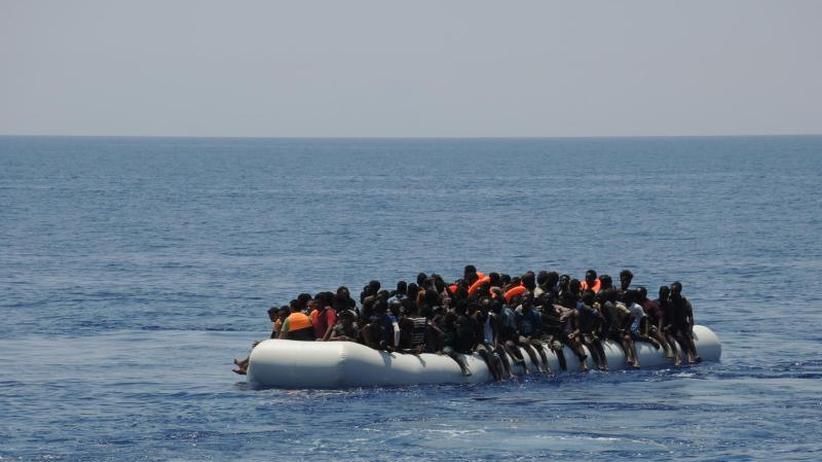 Seenotrettung: Flüchtlinge im Mittelmeer: Was wird aus EU-Marinemission?