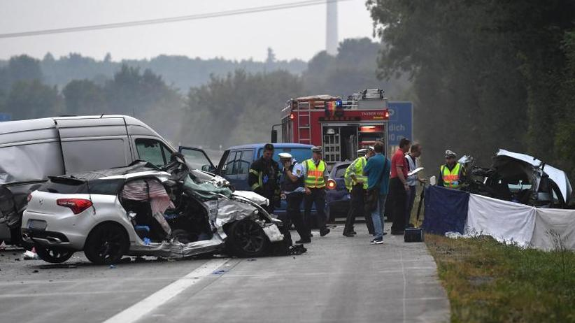 Unfall auf A81: Karambolage mit vier Toten - Was führte zu dem Unglück?