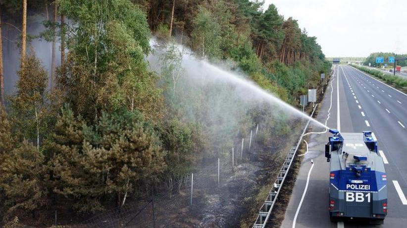 Munition gefunden: Helfer kämpfen weiter gegen Waldbrand bei Potsdam