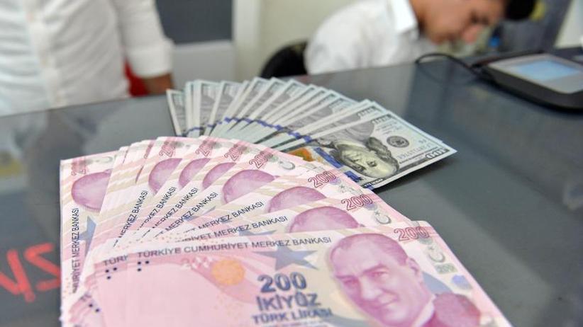 Währungskrise in der Türkei: Trump verdoppelt Strafzölle: Türkische Lira im freien Fall