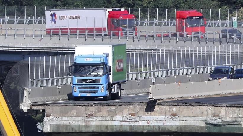 Hintergrund: Kurz vor dem Abgrund: Der grün-blaue Lastwagen von Genua