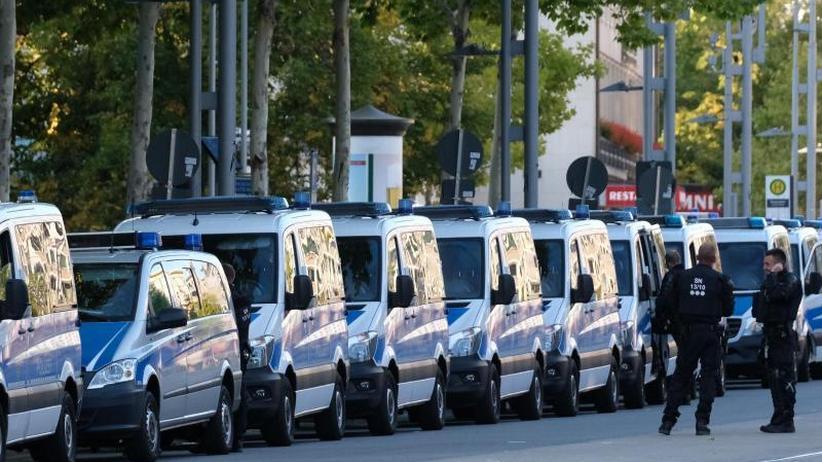 Messerstecherei in Chemnitz: Politik verurteilt Hetzjagd auf Ausländer und Selbstjustiz