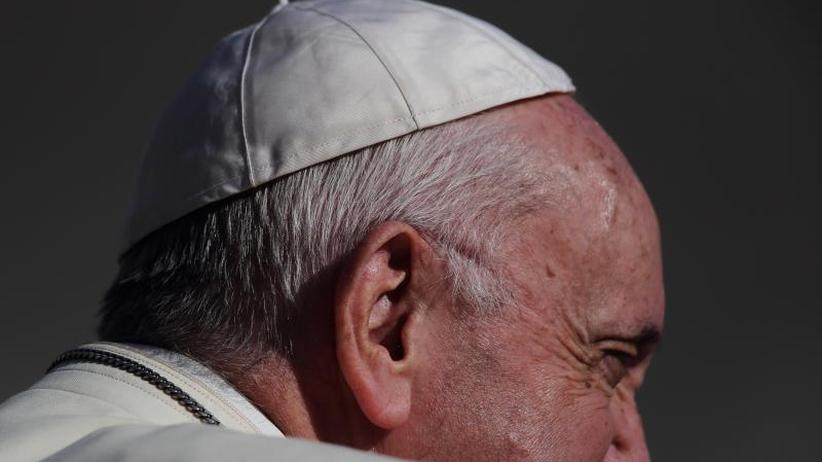 Kirchenoberhaupt unter Druck: Papst in Vertuschungsaffäre: Gegnern mit Schweigen antworten